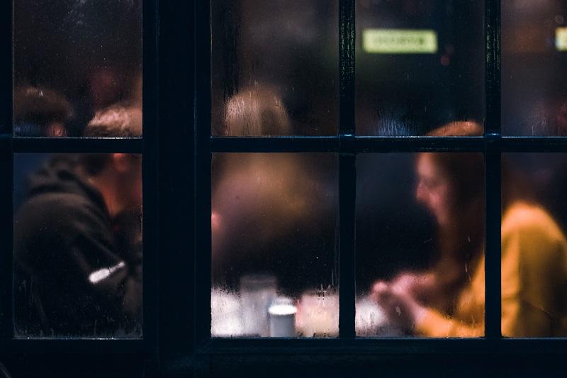 Appuntamento specchio: due riflessi dello stesso momento